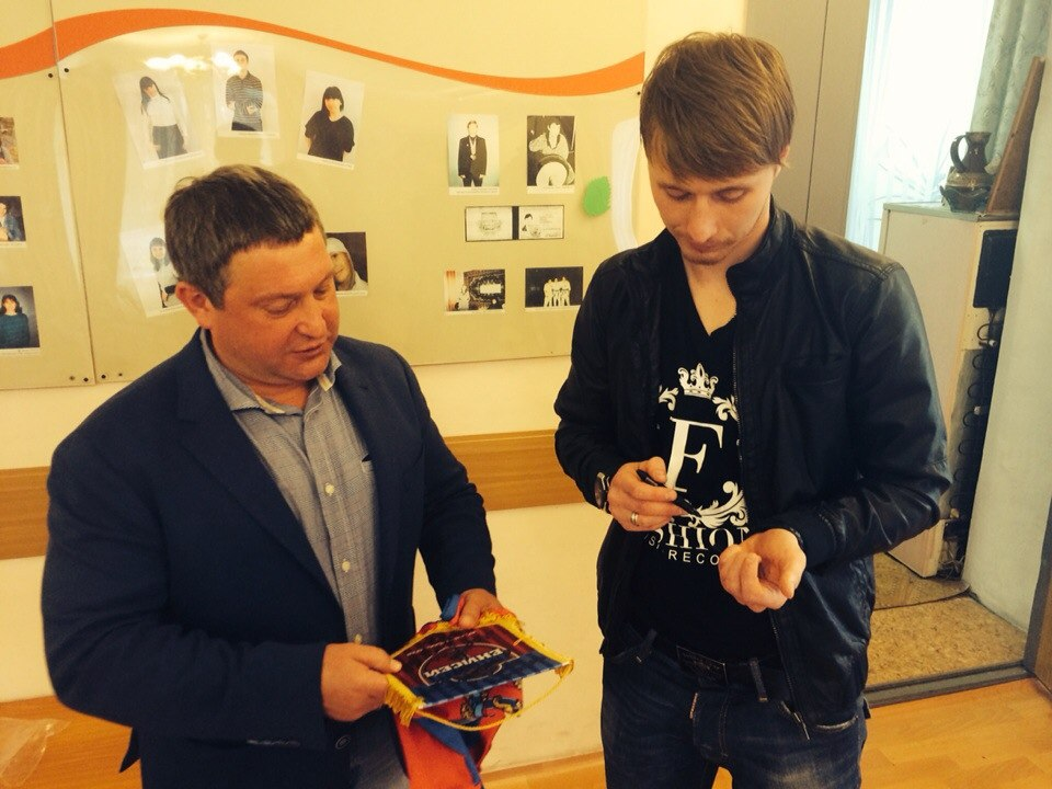 Игрок ФК «Енисей» А. Харитонов встретился с ребятами из детского дома №1.