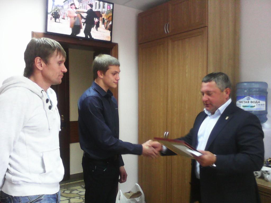 Горбунов С.В. наградил почетной грамотой и ценным подарком Привалова Максима